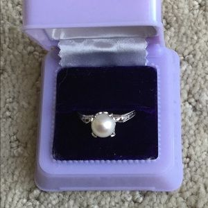 Cultured pearl on sterling silver ring